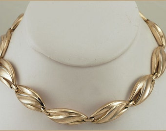 Vintage Gold Tone Link Necklace Signed Trifari