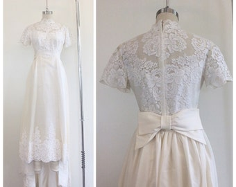 50s Cream Lace Illusion Midi Length Wedding Dress / 1950s Vintage Floral Lace Bridal Gown With Detachable Train / Small / Size 4