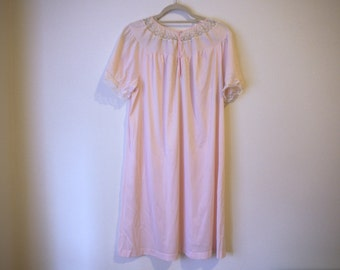 VINTAGE Pale Pink 1960's Ladies Nightgown