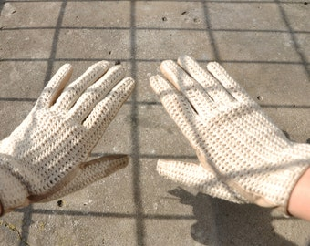 Vintage DRIVER GLOVES crocheted RETRO gloves elegant gloves driving gloves with a zipper and tassels soft leather // Size small / medium