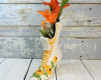 Victorian Boot Vase Ceramic VIntage Clinchfield Autumn Pottery Vase Lace Up Boot Shoe Old Boot Yellow Flowers Farmhouse Chic Home Decor
