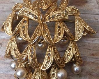 vintage pearl drop brooch