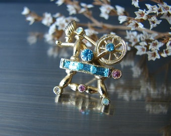 Coro early Adolph Katz. Spinning Wheel brooch.  1940th signed jewelry.