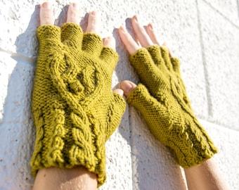 Women's olive green half-finger heart gloves, gift for her, wool knit gloves, fingerless gloves, texting gloves, smoking gloves, hearts