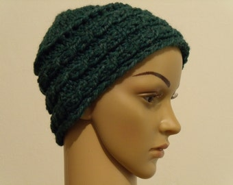Thick knitted hat with braid edge in blue-green
