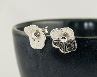 poppy earrings in silver, post earrings, silver earrings, flower earrings, summer earrings, poppies, august birthday