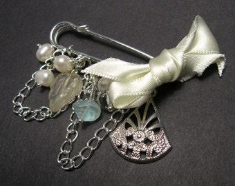 Pearl Kilt Pin Brooch