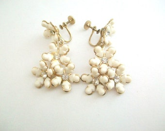 Vintage Earrings, White Earrings, Flower Earrings, White Flower Earrings, Dangling Earrings, Screw Back Earrings, Non Pierced Earrings