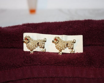 a pair poodle brooch pins with pearl beads on gold tone bodies, each 1.25 inches long