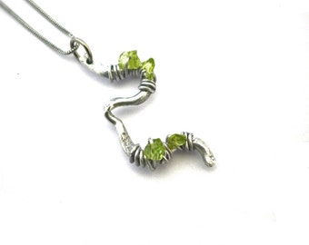 Organic peridot necklace, green peridot chips, hammered aluminum wire and wire wrap, stainless steel finishing and chain, natural, August