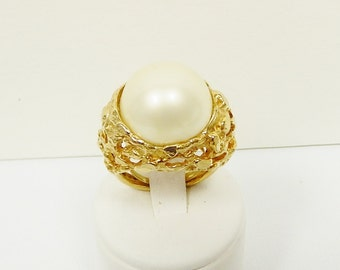 Vintage Large Pearl Round Dome Ring, Pearl Ring in Gold Tone Metal, Simulated Pearl Cabochon Ring