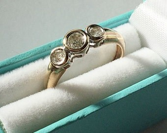 Vintage 9ct Gold 3 Stone Diamond Ring.