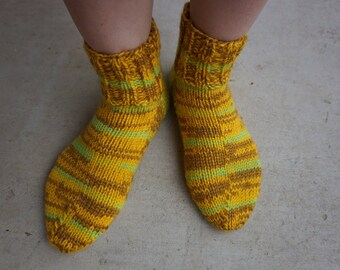 Socks (hand-knitted) - size 8-9 US/AU