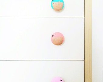 Pretty face drawer pull/wall hook set of 3