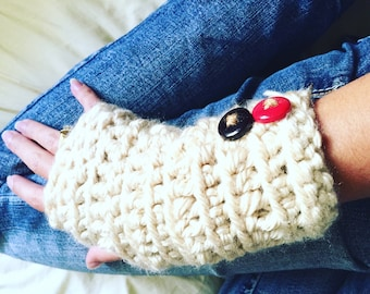 White Arm Warmers, Crochet Wristlets, Fingerless Gloves, Wrist Warmers, Texting Gloves, Arm Warmers