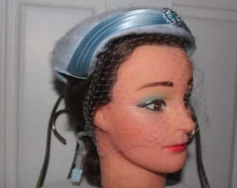 1940s 50s Hardly Worn! 25 Inche Fun Fur Velvet Satin Baby Powder Blue Molded Tie back Veil Hat