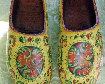 Dutch Clogs with Hindeloopen Folk Art Decoration