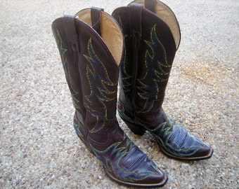vintage women cowboy boots-Heritage boots in Austin-brown with blue flames -yellow stitching-size 7.1/2