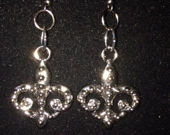 Fleur de Lis Black Dangle Earrings
