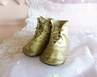Antique Baby Shoes, Lace up Leather Baby Shoes, Victorian Baby, Distressed Antique Shoes, 1920s Old Baby Shoes