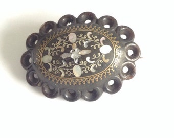 Pique victorian brooch