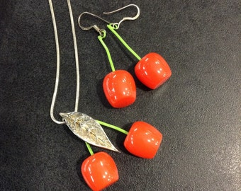Les nerides cherries , earring and pendant set