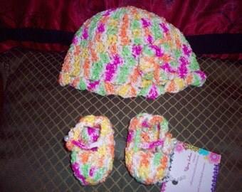 Newborn hat and bootie set (crochet)