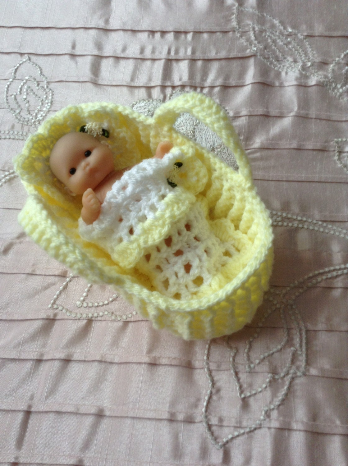 Crochet Moses basket/carry cot/crib for 5 to 6
