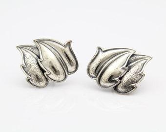 Vintage Danecraft Textured Leaf Screw-Back Earrings in Sterling Silver. [9348]