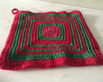 Vintage Red and Green Cotton Crocheted Square Hot Pan Holder. Christmas pan / pot holder. Trivet. Excellent condition, unused.