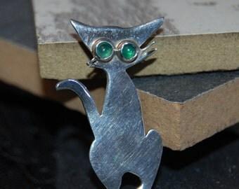 Green Eyed Kitty Cat Brooch in Vintage Sterling #BKC-KBRCH49