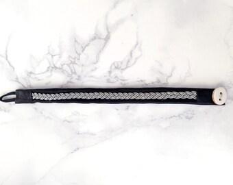 Sami bracelet in black.