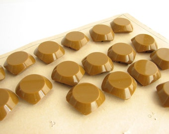 "18 square butterscotch buttons, vintage shank buttons, 21 mm / 13/16"", still on the card!!"