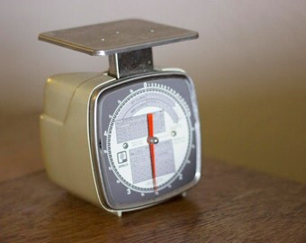 Small Vintage Kitchen Scale