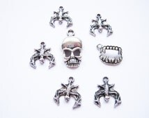 Horror Halloween Themed Charms Vampire Bat Skull Vampire Teeth Antique Silver Plated For Jewellery Making/Crafts Pack of 7