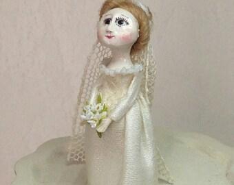 Bride Doll Queen Anne. 1:12 scale. 38 mm high.