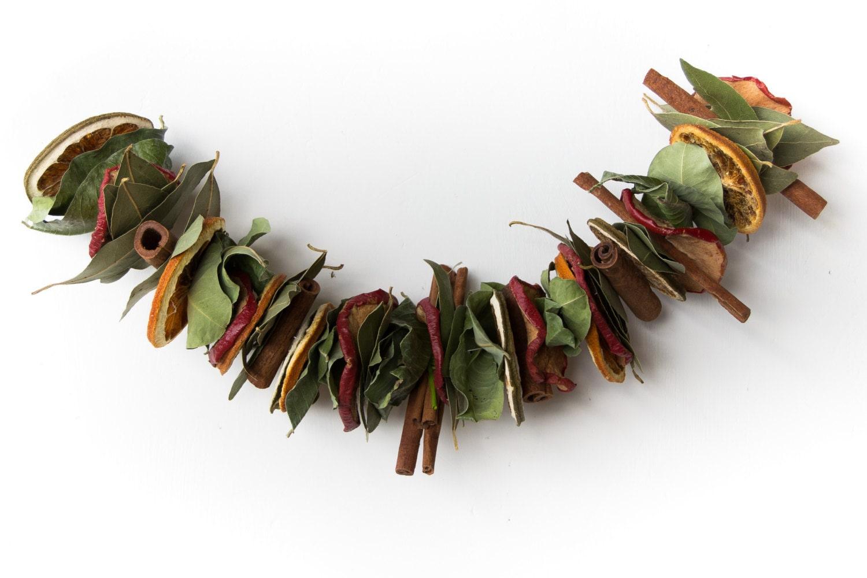Festone di vere foglie decorazione con foglie e arance for Arance essiccate decorazioni