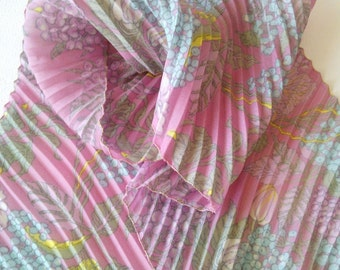 Vintage Ladies' Scarf, Pleated Scarf, Pink Scarf from '70, Silk Pleated Scarf, Flower Scarf, Mother's Day Gift