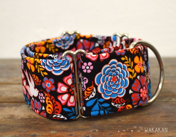 Martingale dog collar model folkloric. Adjustable and handmade with 100% cotton fabric. Mexican folk, flowers, swallow, Wakakan