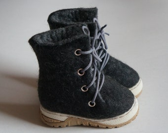 In stock! EU 22 size. Felted children snow boots. Handmade boys and girls shoes. Natural shoes for children.