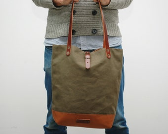 Tote bag waxed canvas,khaky color, leather base with  handles and closures in leather