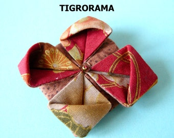 PIN origami lotus flower in Japanese fabric red, Brown and gold