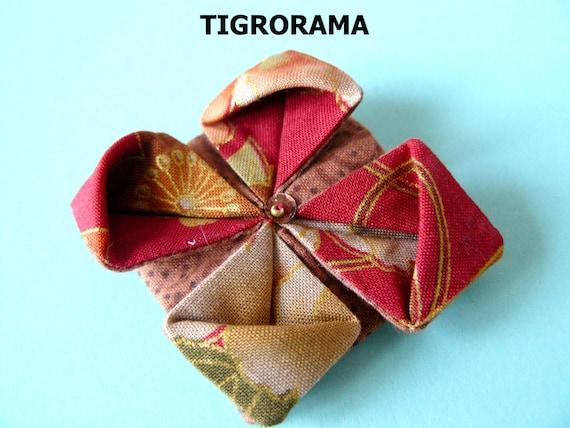 broche origami fleur de lotus en tissu japonais rouge marron