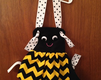 Girls Bumble Bee Apron, Bumble Bee apron, Girls apron, Accessory, Kitchen baking apron, Birthday gift, Costume