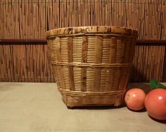 Vintage Chinese Bamboo Tourtoi Burn Round Basket