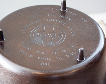 Beautiful Griswold #10 dutch oven with legs manufactured in the 1920's-1930's.