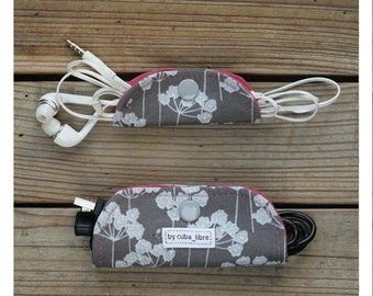 Ear buds & charger holders - Dill