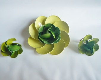 Vintage Large Green Flower Power Brooch Pin & Matching Earrings - 2 shades of green  -1960s -clip on earrings, costume jewelry, bold jewelry