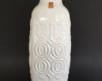 AK Kaiser 88  white porcelain  relief  OP ART vase Mid Century Modern 1960s  Germany.