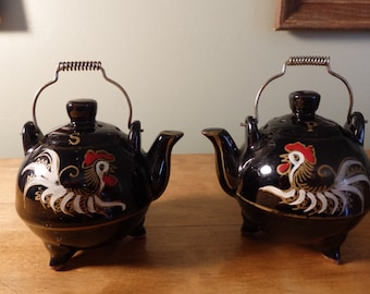 Vintage Teapot Salt and Pepper shakers with Rooster.  Circa 1950s ceramic black salt and pepper shakers with cork stoppers made in Japan.
